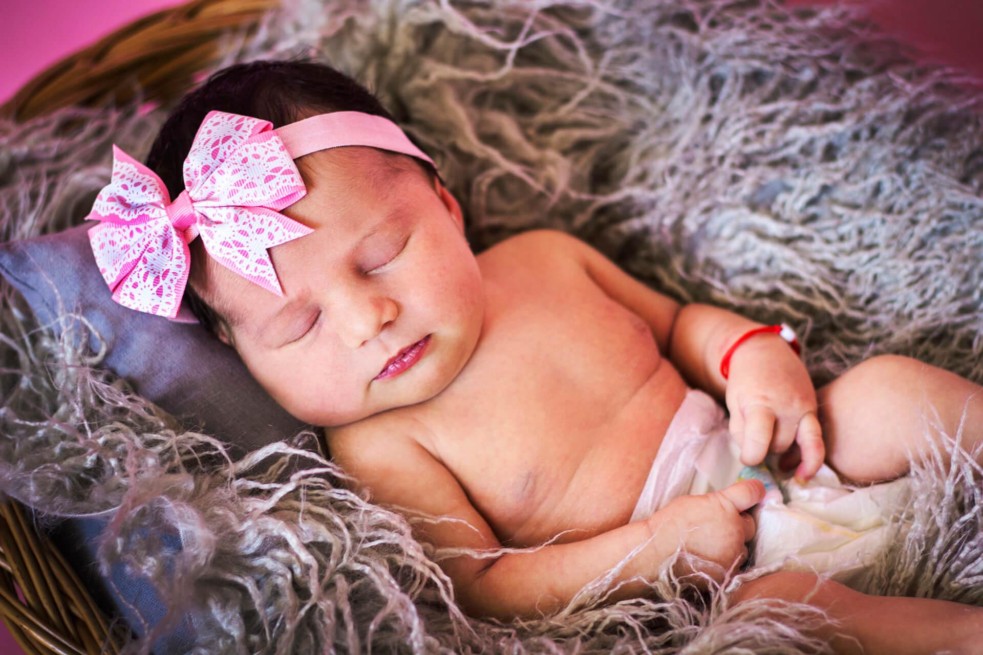 Tematické novorodenecké fotenie malého bábätka - Kitti Photo