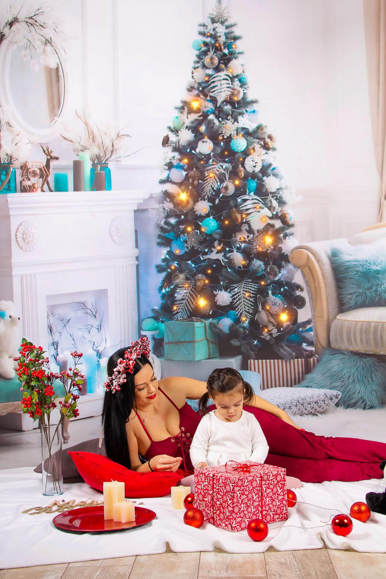 Vianočná fotografia pred stromčekom