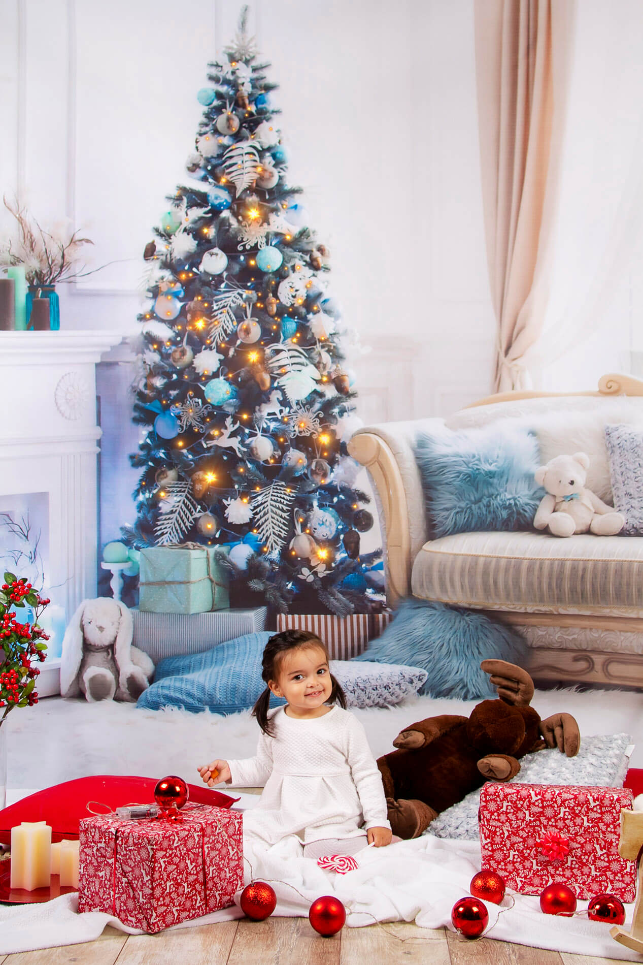 Fotka pred vianočným stromčekom