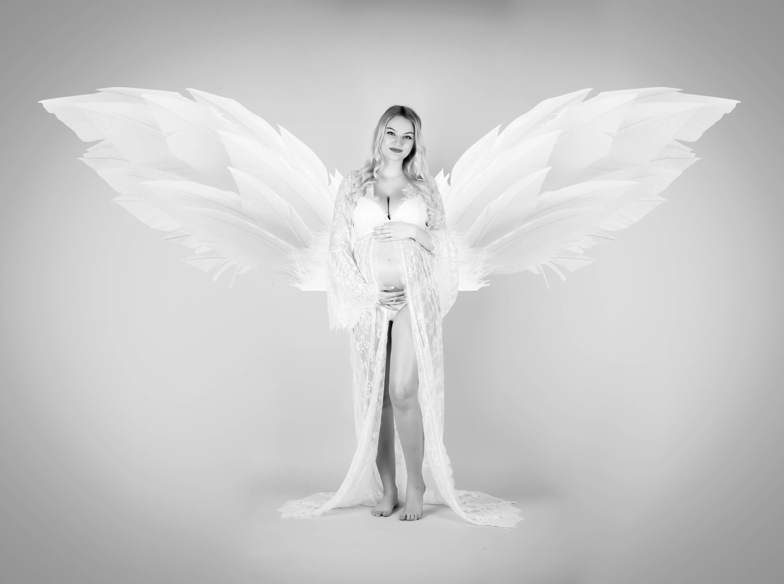 Fotografia tehotnej ženy s anjelskými krídlami - Kitti Photo
